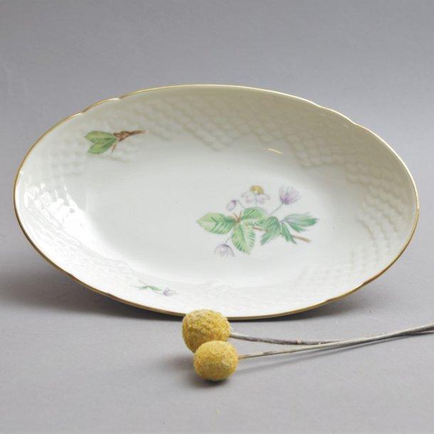 Asiet, oval. nr. 39. 22,5 cm. Frigga. Bing og Grøndahl.