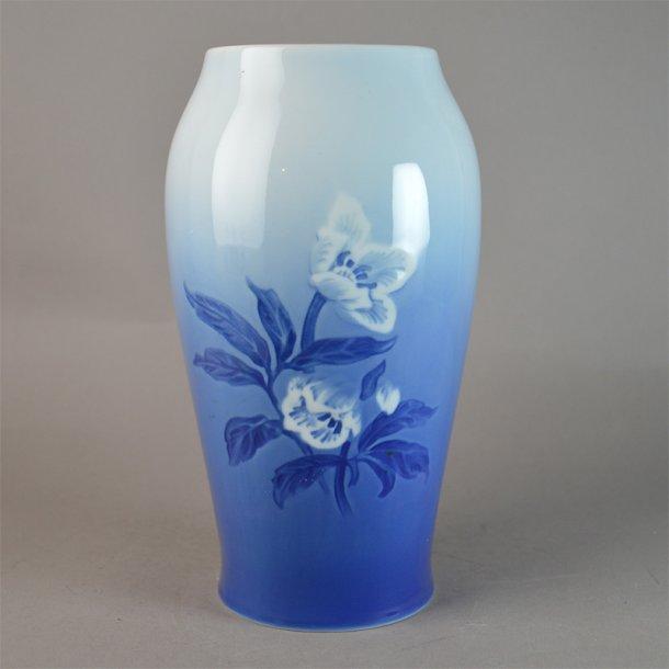 Vase. nr. 203. 21 cm. Julerose. Bing & Grøndahl.