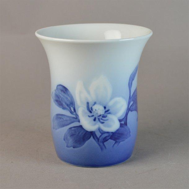 Vase. nr. 186. 11 cm. Julerose. Bing & Grøndahl.