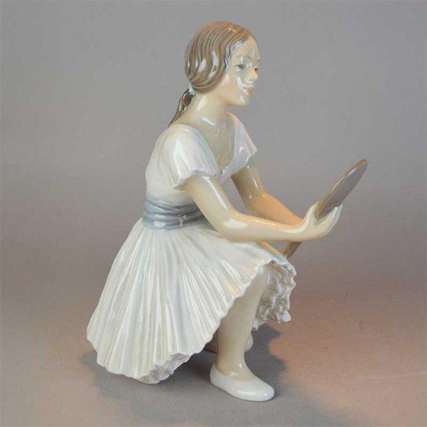 Balletdanserinde med spejl nr. 1224. 18 cm. Dahl Jensen.