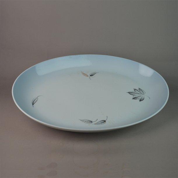 Fad, ovalt. nr. 15. 39 cm. Løvfald. Bing & Grøndahl.