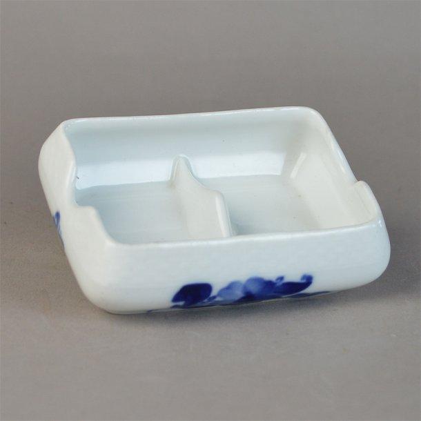 Askeskål med afstryger. nr. 8150. 9,5 cm. Blå Blomst, flettet.