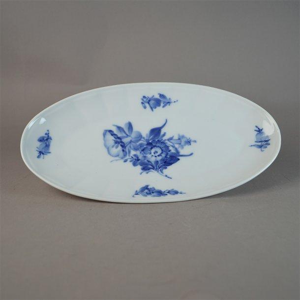 Asiet, oval. nr. 8589. 24 cm. Blå Blomst, kantet.