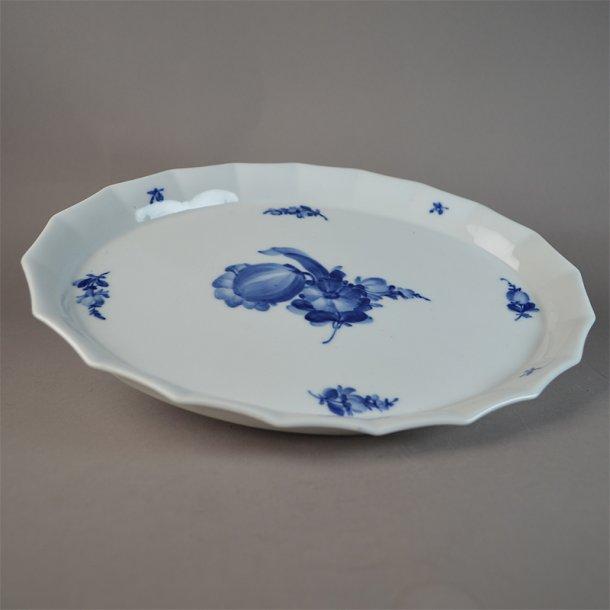 Bakke, oval. nr. 8578. 29,5 cm. Blå Blomst, kantet.