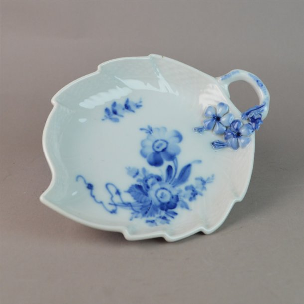 Asiet, blad. nr. 1597. 19 cm. Blå Blomst, svejfet.