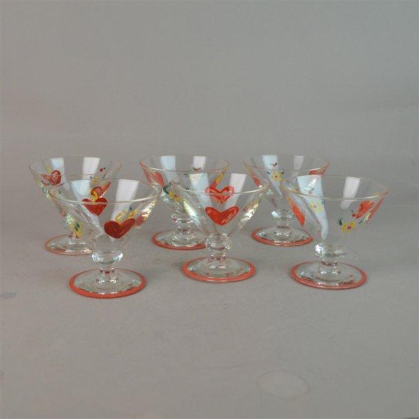 6 Emaljemalet glas med hjerter. Johansfors Glasbruk.