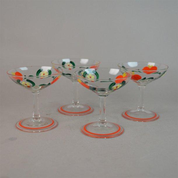 4 Emaljemalet glas med hjerter. Johansfors Glasbruk.