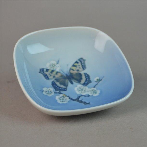 Askeskål med sommerfugl. nr. 5243. 10 cm. Royal Copenhagen.