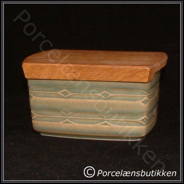 Smørdåse med trælåg. nr. 582. 12 cm. Rune stel. Bing & Grøndahl.