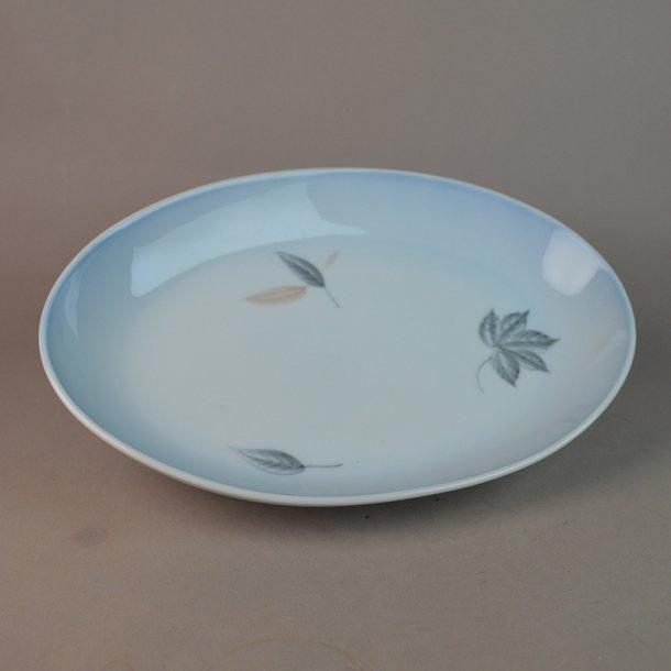 Fad, ovalt. nr. 18. 24 cm. Løvfald. Bing & Grøndahl.