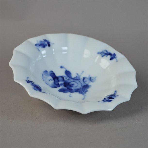 Asiet, rund, lille. nr. 8555. 15 cm. Blå Blomst, kantet.