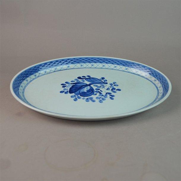 Bakke, oval. nr. 1102. 23,5 cm. Blå Tranquebar.