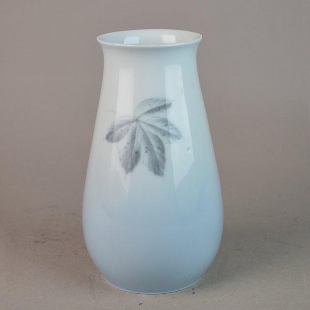 Vase. nr. 201. 14 cm. Løvfald. Bing & Grøndahl.