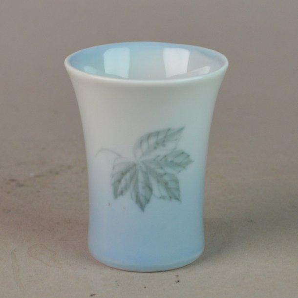 Vase. nr. 207. 7 cm. Løvfald. Bing & Grøndahl.