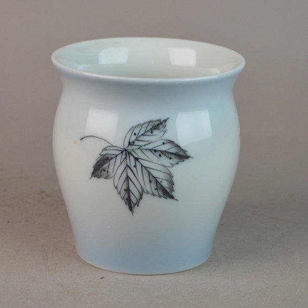 Vase. nr. 219. 9 cm. Løvfald. Bing & Grøndahl.