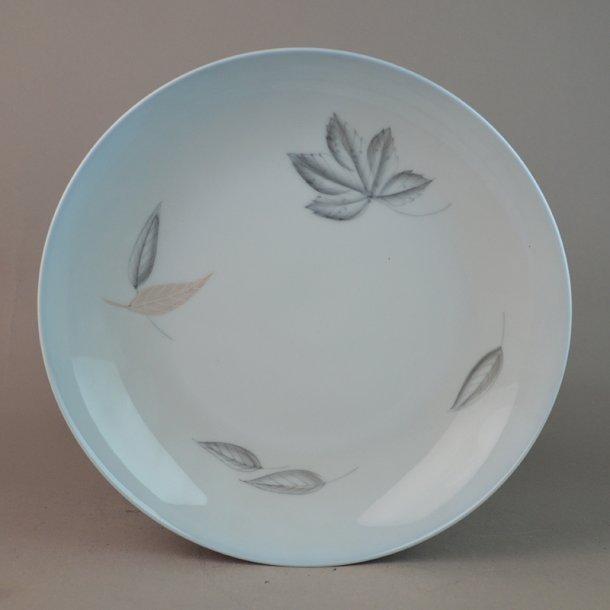 Dyb tallerken. nr. 22. 20,5 cm. Løvfald. Bing & Grøndahl.