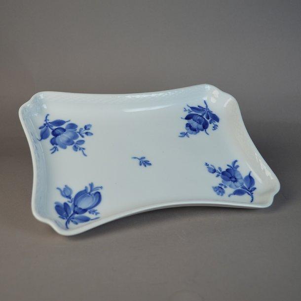 Bakke. nr. 8181. 23 cm. Blå Blomst, flettet.