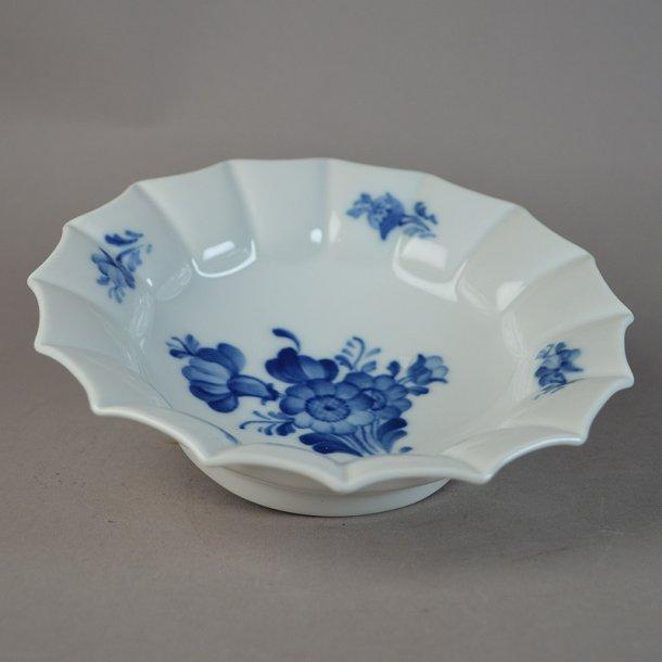 Asiet, rund, mellem. nr. 8556. 17 cm. Blå Blomst, kantet.