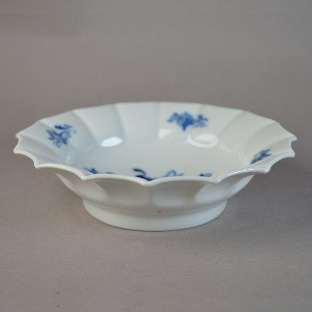 Kageskål. nr. 8556. 17 cm. Blå Blomst, kantet.
