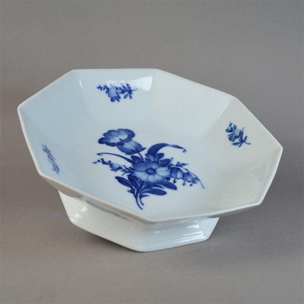 Skål på fod. nr. 8624. 22 cm. Blå Blomst, kantet.