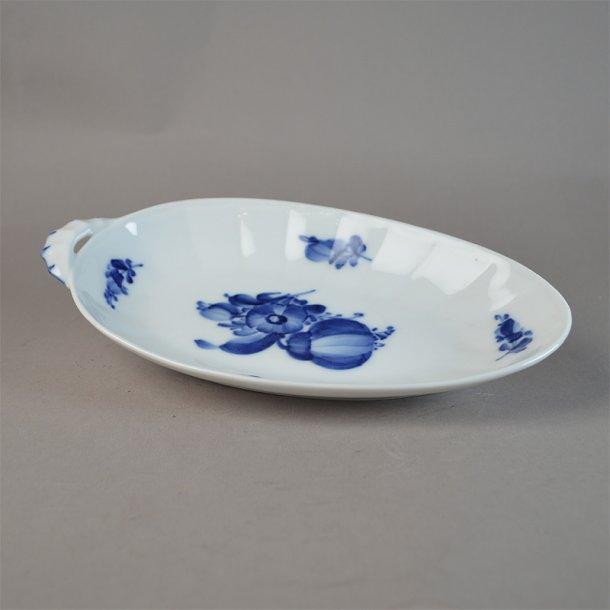Asiet, oval. nr. 8599. 20,5 cm. Blå Blomst, kantet.