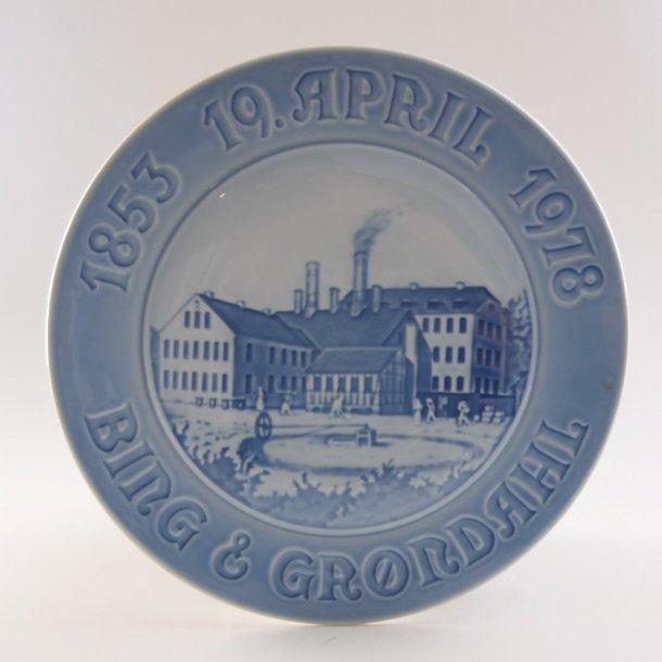 Jubilæumsplatte. 125 år. nr. 9204. 23 cm. Bing & Grøndahl.