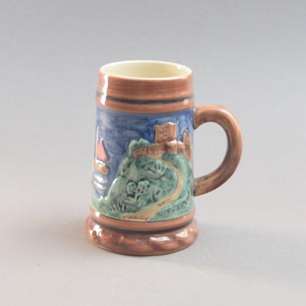 Krus, med relief motiv. nr. 379. 10,5 cm. Søholm Keramik.