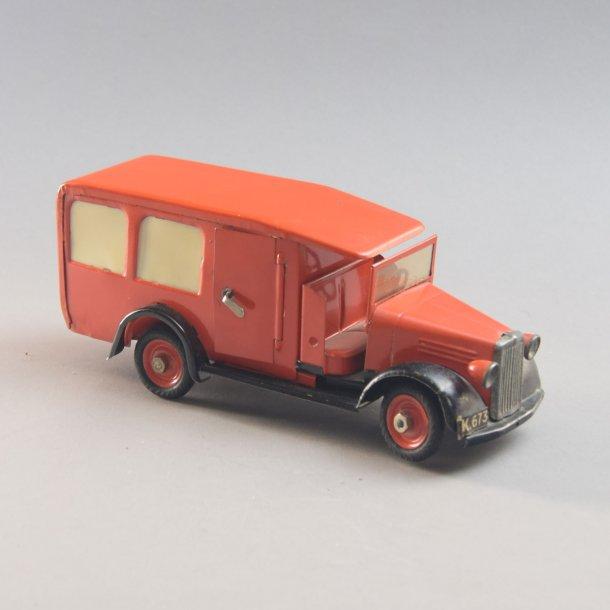 Ambulance, rød. Falck i blik. Tekno Danmark.