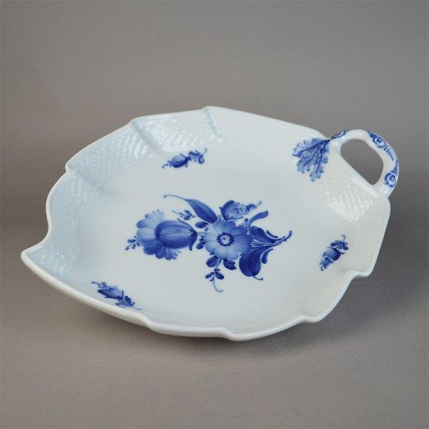 Asiet, bladform. nr. 8002. 23 cm. Blå Blomst, flettet. Royal Copenhagen.