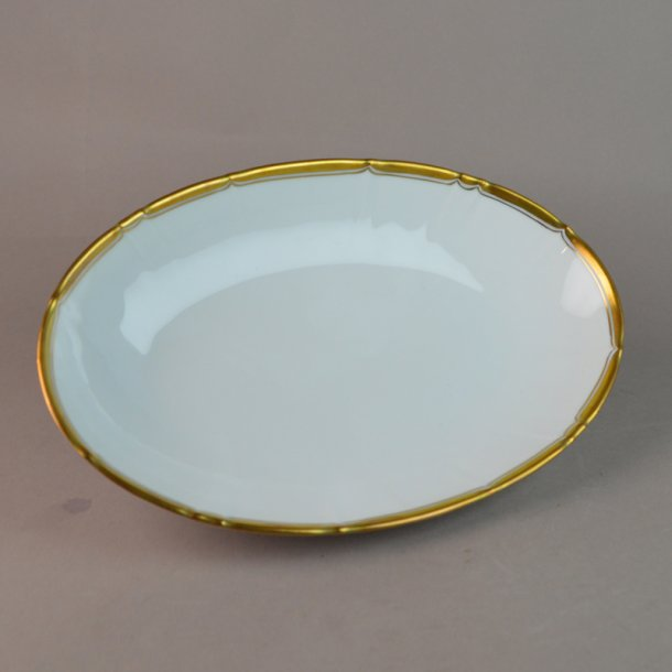 Asiet, oval. nr. 39. 22,5 cm. Offenbach med guld.