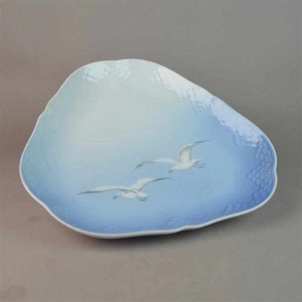 Asiet, trekant. nr. 40. 23 cm. Mågestel uden guld.