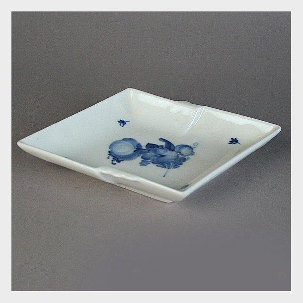 Asiet, bølgekant. nr. 8780. 11,5 cm.  Blå Blomst, flettet. Royal Copenhagen.