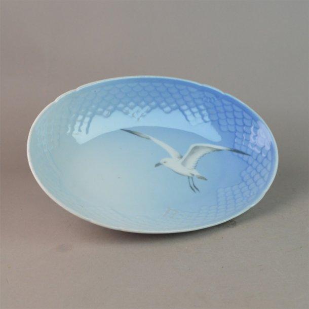 Asiet, oval. nr. 38. 18 cm. Mågestel uden guld.