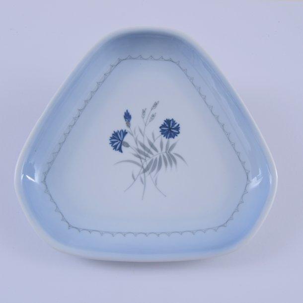 Asiet, trekant. nr. 40. 23 cm. Demeter, blå. Bing og Grøndahl.