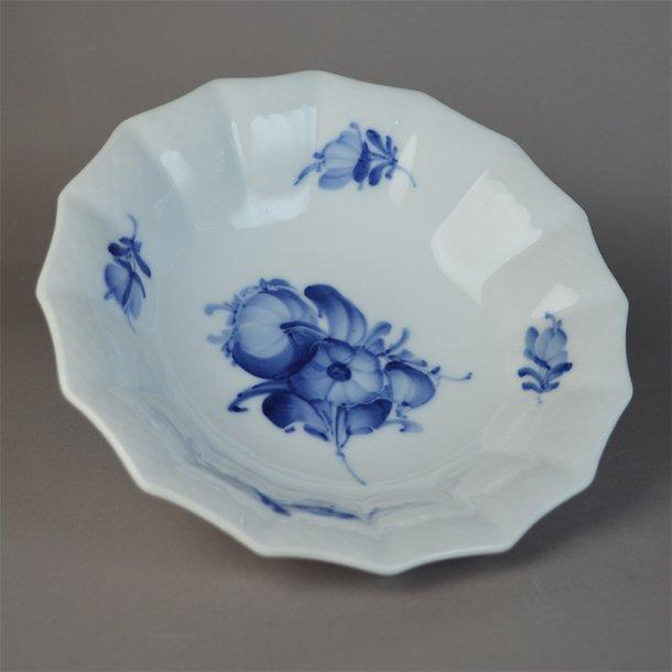 Asiet, bølgekant. nr. 8009. 20 cm. Blå Blomst, flettet. Royal Copenhagen.