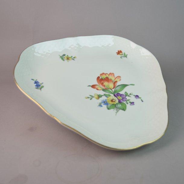 Asiet, trekant. nr. 40. 23 cm. Saksisk Blomst Creme.