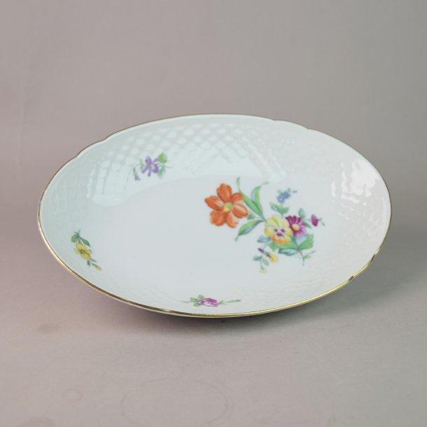 Asiet, oval. nr. 39. 22,5 cm. Saksisk Blomst, hvid.